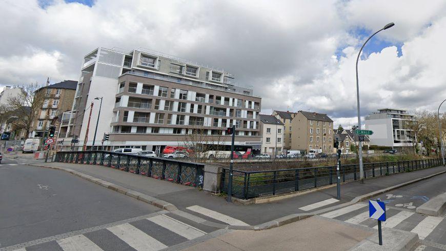 Le pont qui relie la rue Legraverend et la rue Anatole France à Rennes