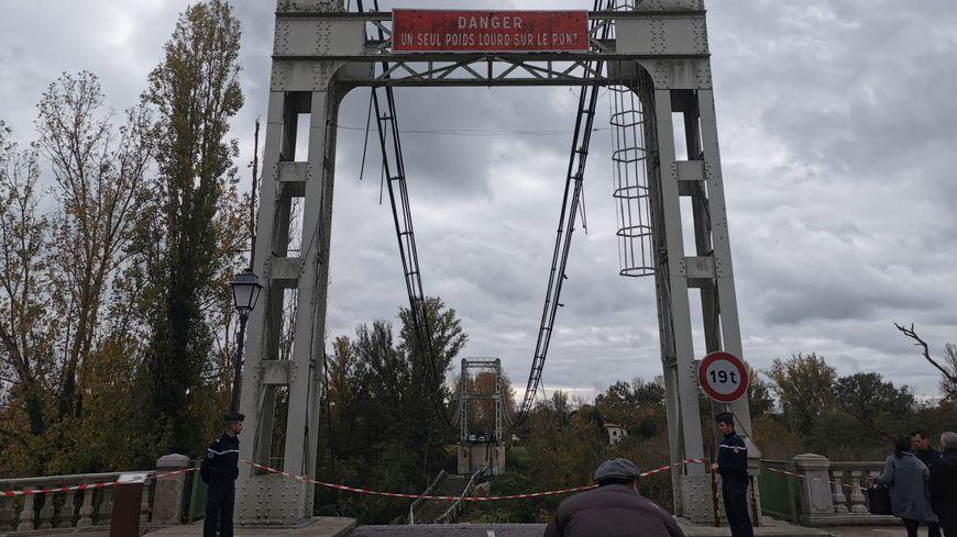 Le pont de Mirepoix-sur-Tarn s'est effondré ce lundi matin un peu après 8h.