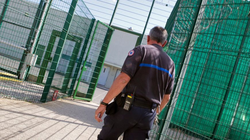 Illustration. Les Équipes régionales d'intervention et de sécurité sont venues de Toulouse après la découverte d'une balle à la prison de Villeneuve-les-Maguelone