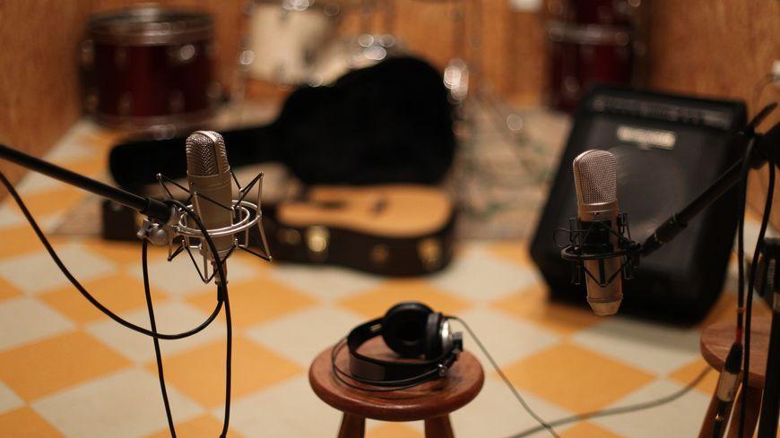 un studio....des micros...