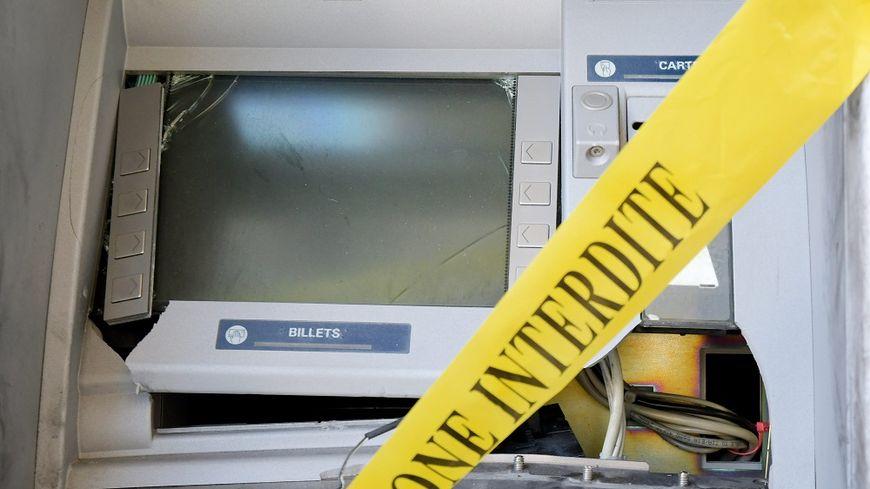 Les malfaiteurs sont repartis sans billet après avoir forcé le distributeur de Châtillon-sur-Seine.