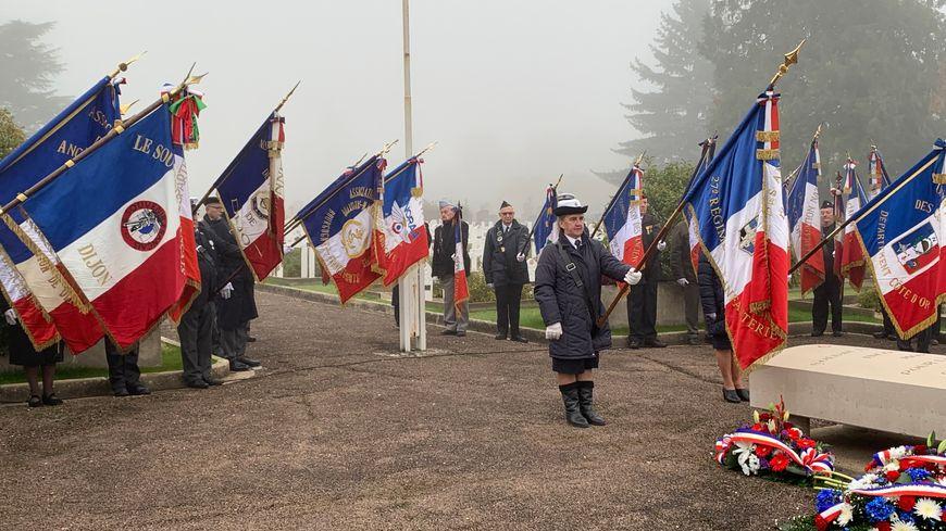 Le 101e anniversaire de l'Armistice du 11 novembre 1918 a eu lieu ce lundi matin au cimetière des Péjoces à Dijon.