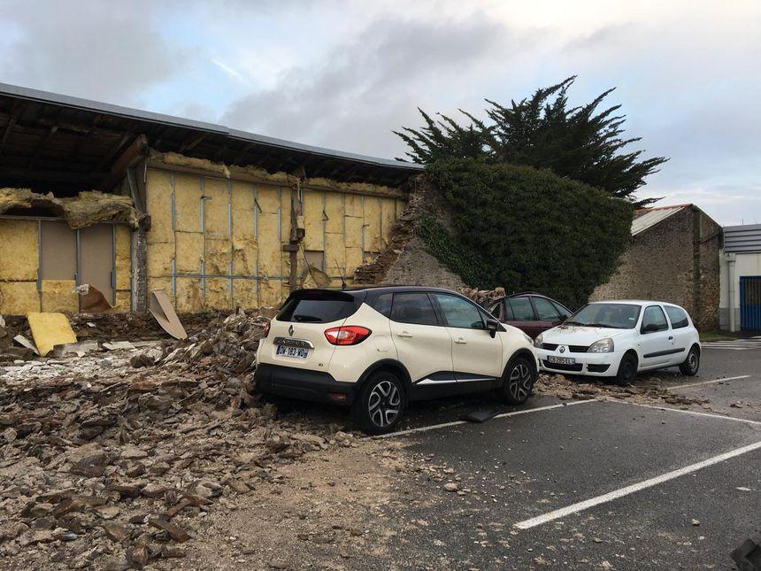 Rezé : le mur d'une propriété s'est effondré sur plusieurs mètres, il est tombé sur des voitures en stationnement