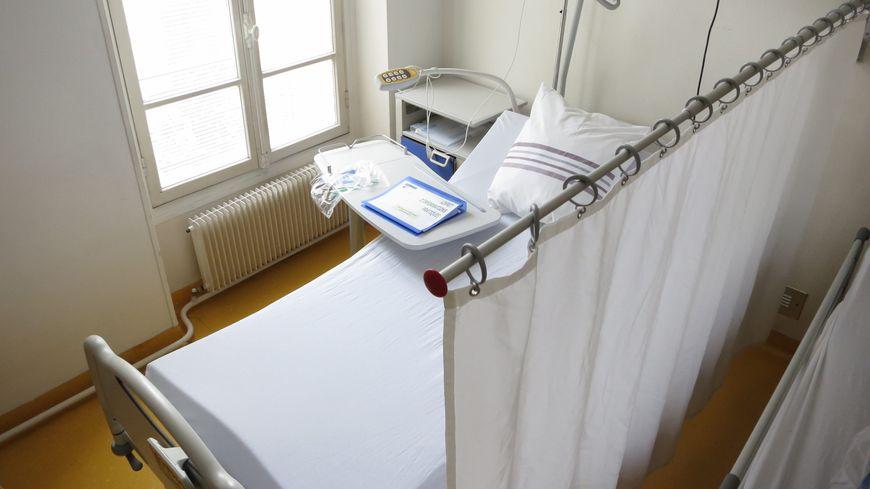 """27 des 60 lits que comptent les deux services concernés sont fermés """"provisoirement"""" explique la direction de l'hôpital de La Châtre."""