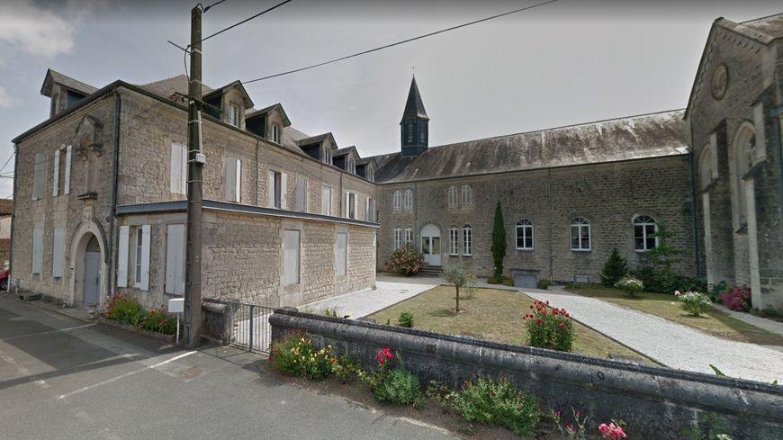 Les nouveaux locaux de la maison diocésaine de Saintes sont jugés plus pratiques par l'évêque Monseigneur Colomb.