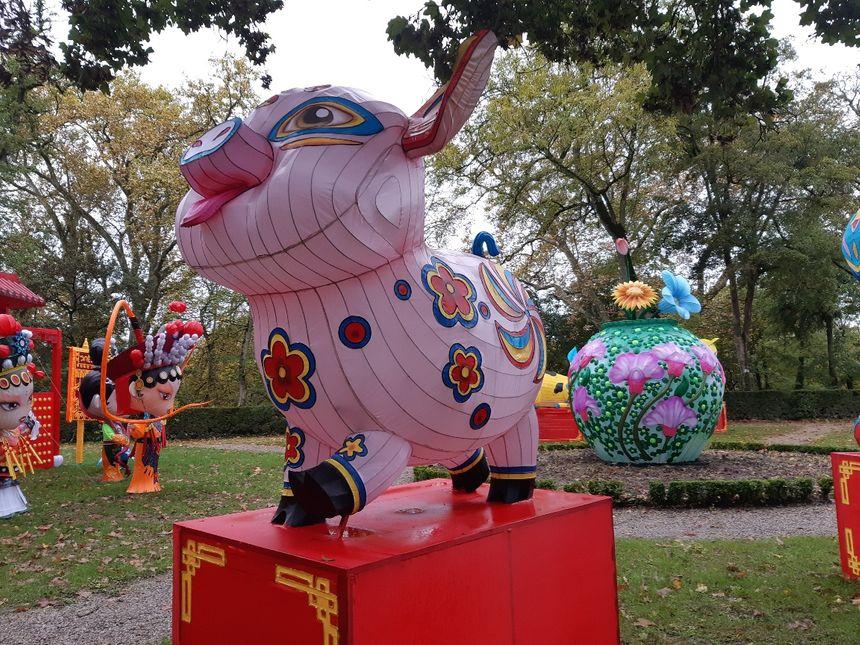 Les signes de l'horoscope chinois tous représentés.