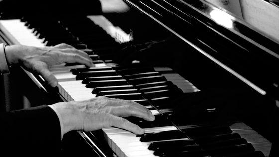 Les mains d'Arthur Rubinstein en train de répéter