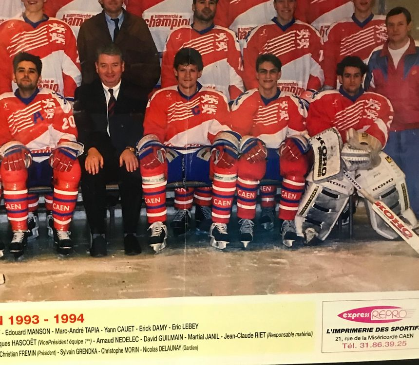 Sylvain Grendka, au centre sur la photo, a joué sous les couleurs du Hockey Club de Caen de 1984 à 1998.
