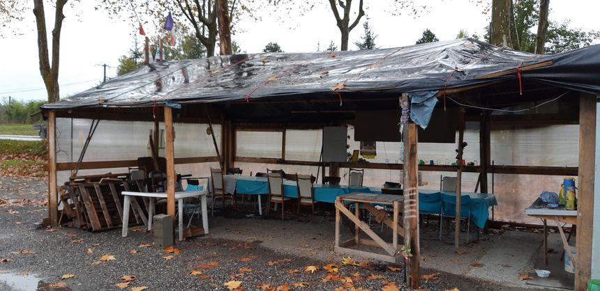 Le camp des gilets jaunes de Boussens équipé pour recevoir de nombreux participants.