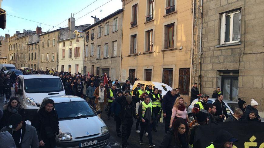 La manfiestation a rassemblé plusieurs centaines de personnes dans les rues de Saint-Étienne.