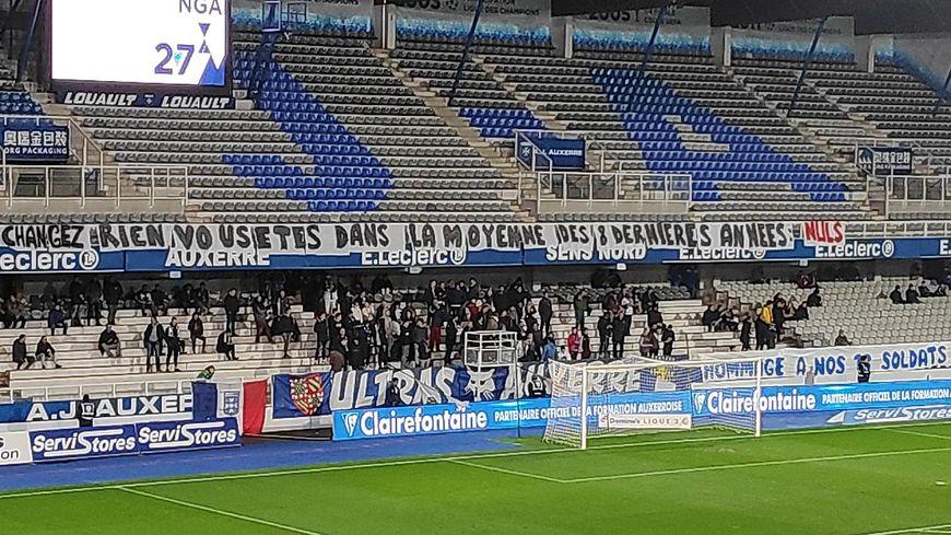 La banderole des supporters de l'AJA.