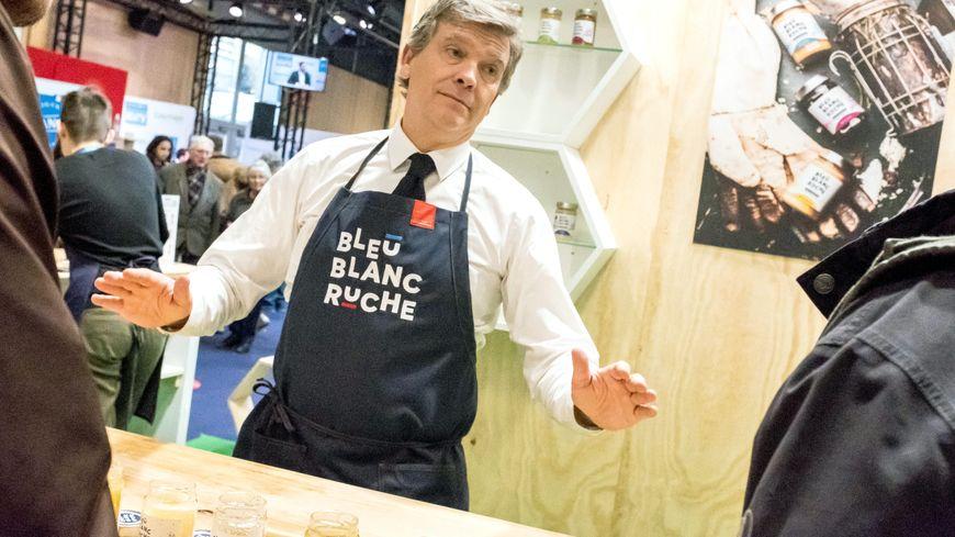 Arnaud Montebourg est l'un des invités d'une conférence consacrée aux abeilles, au théâtre de Mayenne, ce jeudi.