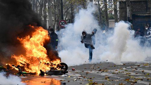 """Les manifestations de """"gilets jaunes"""" émaillées par des scènes de violences"""