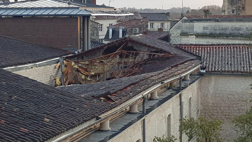La toiture n'a pas supporté les nouveaux coups de vent de la nuit de mercredi à jeudi.