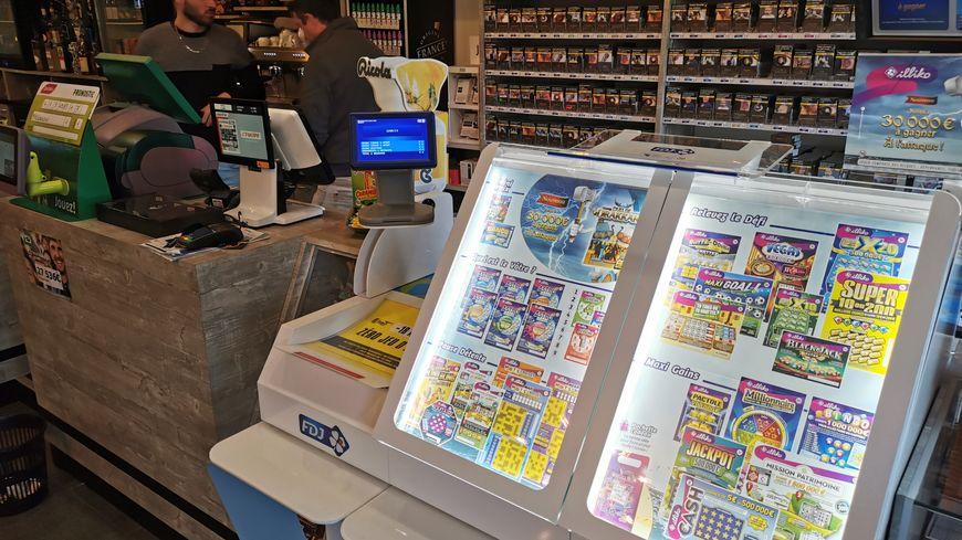 Pour de nombreux buralistes de Laval et d'ailleurs, les jeux de hasard FDJ représentent jusqu'à un tiers des revenus.