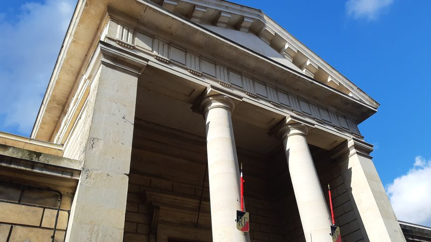 Trois jeunes condamnés pour avoir transporté deux kilos d'ecstasy de Dijon vers Niort - France Bleu