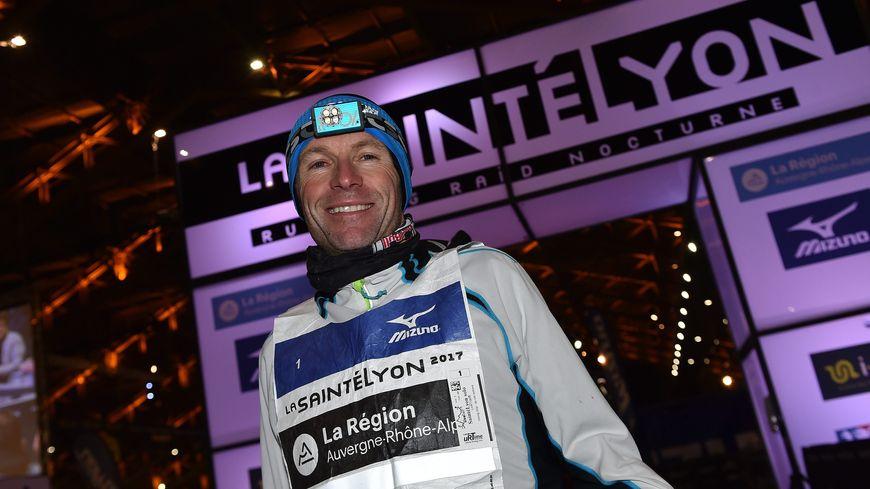 Double vainqueur actuel, Emmanuel Meyssat remet son titre en jeu sur la distance reine.