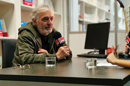 Le romancier Jean-Paul Dubois avec Léa Salamé