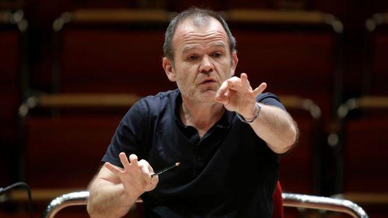 Le chef d'orchestre François-Xavier Roth dirige le Gürzenich-Orchester à la Philharmonie de Cologne en 2016