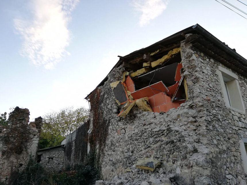 Maison détruite par le séisme hameau de la Rouvière dans la commune ardéchoise du Teil.