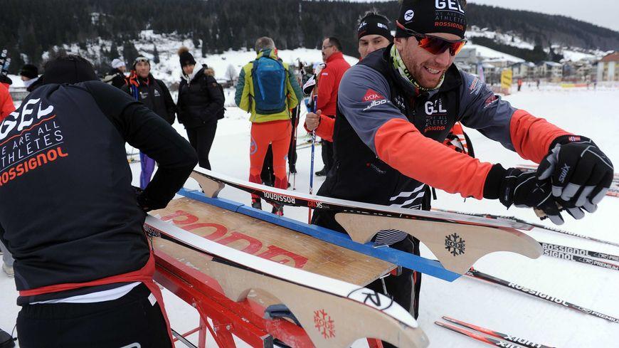 Atelier de fartage des skis de fond, avant la Transjurassienne 2017 à Bois d'Amont (Jura)