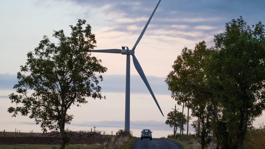La mairie a prévu d'implanter ces éoliennes près du site des commémorations du D-Day (photo d'illustration)