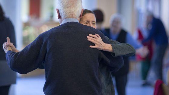 Un cours de tango pour les personnes atteintes des maladies neurodégénératives
