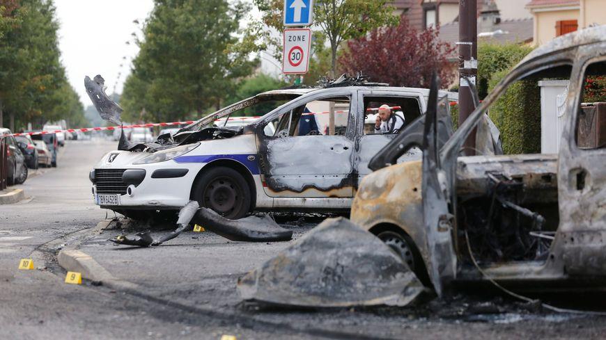 Deux voitures de police avaient été attaquées au cocktail molotov à Viry-Châtillon, en octobre 2016.