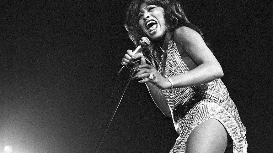 Tina Turner sur scène à Amsterdam en 1971.