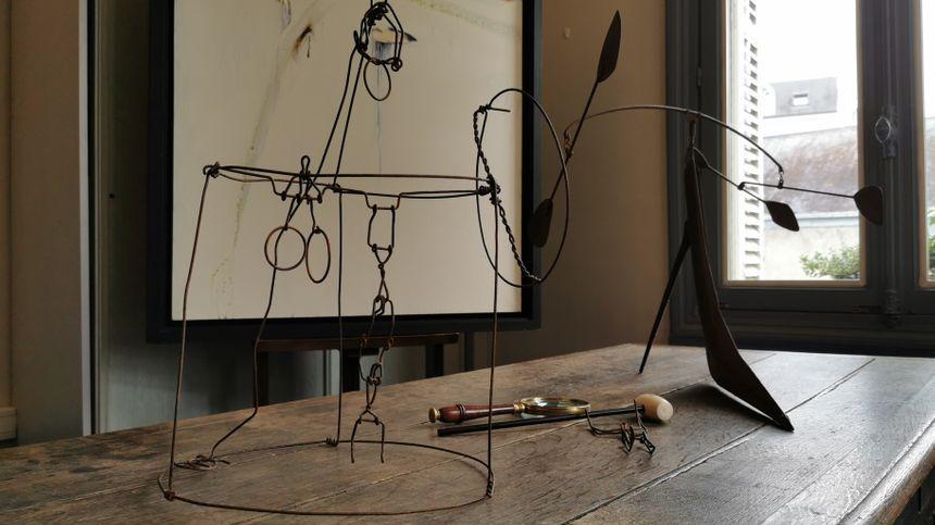 Tours : les trois oeuvres attribuées à Calder vendues malgré les doutes - France Bleu