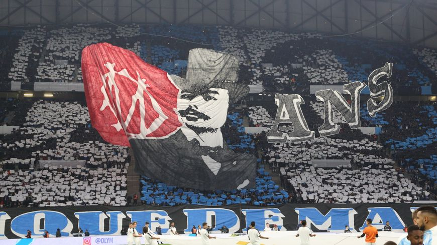 Les supporters de l'OM ont proposé un tifo jamais vu au Vélodrome avec ici, en tribune Ganay, René Dufaure de Montmirail, le fondateur de l'OM