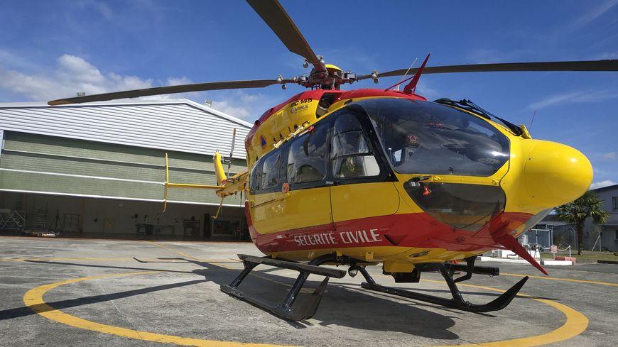 L'hélicoptère Dragon sur la base de la Sécurité civile des Pyrénées-Atlantiques