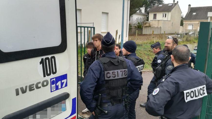 Quatre jeunes ont été interpellés mardi matin à Mantes-la-Jolie