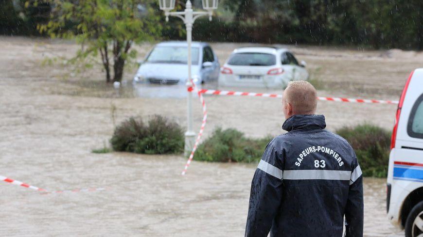 Dans le Var, de nombreuses routes et parkings ont été envahis par les eaux