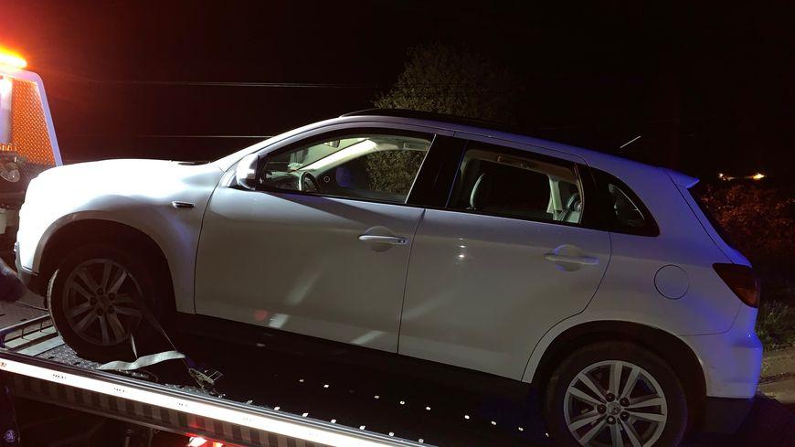 Le véhicule a immédiatement été immobilisé par les gendarmes et emmené à la fourrière.