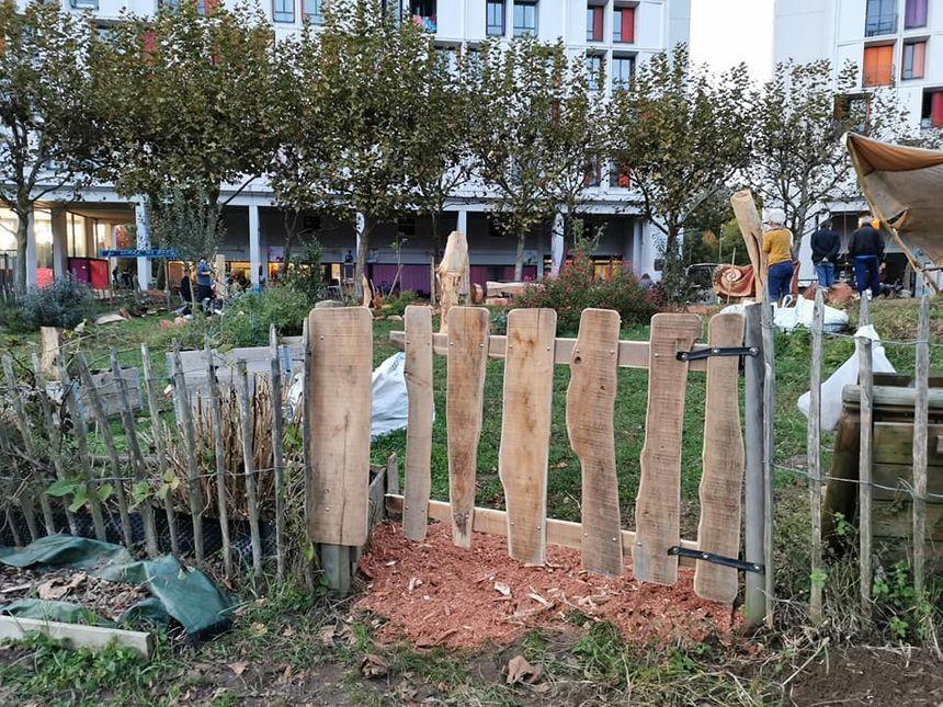 Portail réalisé avec Kabanak : un portail qui invite à entrer dans le jardin