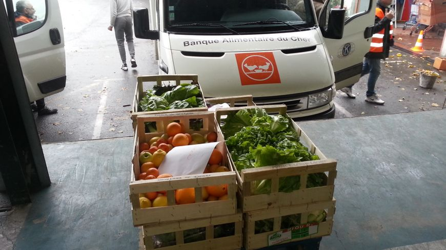 Des marchandises qui seront bientôt expédiées, dans l'entrepôt de la banque alimentaire du Cher à Bourges.