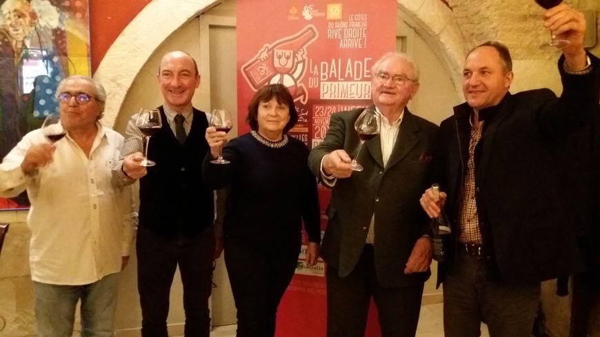 Alain David (deuxième en partant de la droite), président de l'association Côtes du Rhône Rive Droite, a présenté le nouveau primeur au restaurant Le Cheval blanc vendredi dernier.