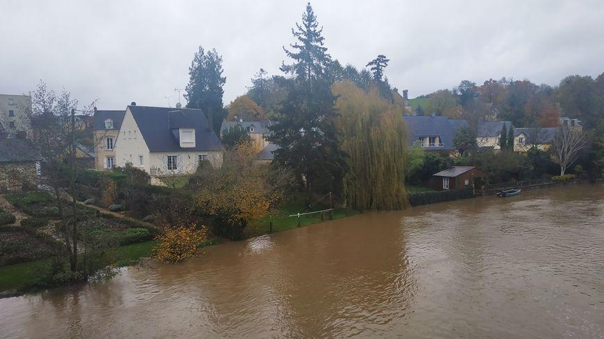 La Mayenne traverse la commune de Changé