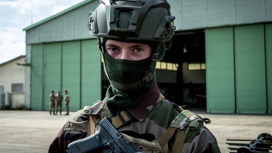 Deux régiments d'hélicoptères de l'Armée de Terre sont basés à Pau.