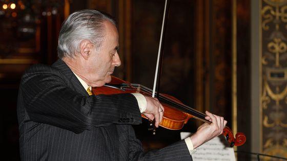 Le violoniste Gérard Poulet à l'Hôtel de ville, Paris en juin 2012