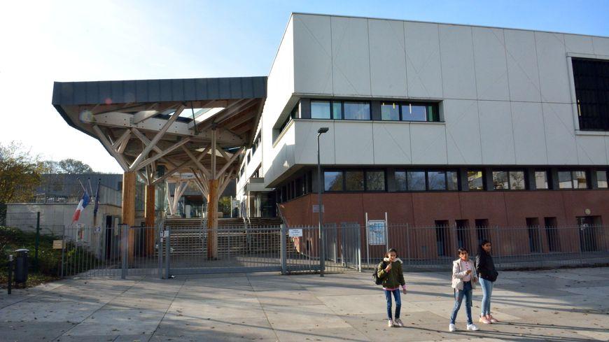 Le collège Lou Blazer au coeur du quartier de la Petite Hollande à Montbéliard