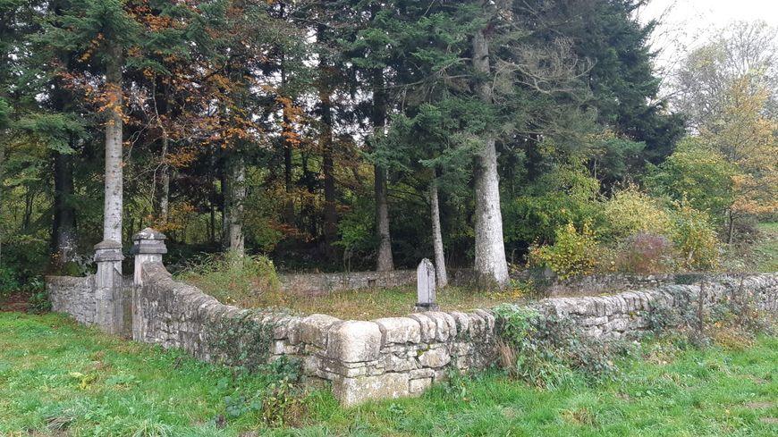 Le cimetière anabaptiste des Plains-et-Grands-Essart dans le Haut-Doubs