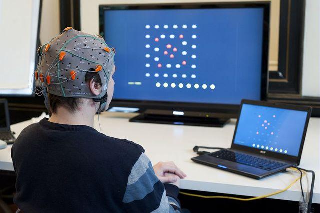 Communication cerveau-ordinateur : utilisation du logiciel Openvibe2 au jeux vidéos (Bain Invaders, GIPSA-Lab), 2013