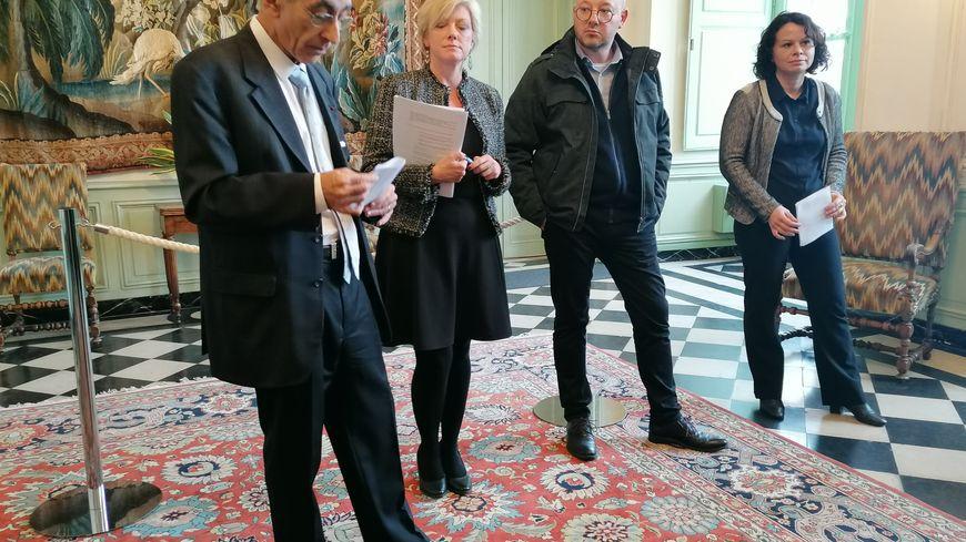"""Le préfet de la Sarthe Nicolas Quillet, entouré des trois coordinateurs des groupes de travail du """"Grenelle contre les violences conjugales"""" en Sarthe."""