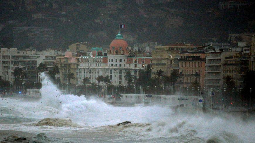 Une forte houle est attendue à Nice cette après-midi.