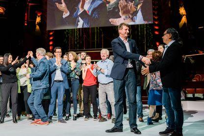 Sur la scene, Yannick Jadot avec touts les candidats de la liste EELV a la fin du meeting. Dernier meeting de la liste Europe Ecologie les Verts - EELV - au Cirque d Hiver avant les elections europeennes. Paris, 21 mai 2019.