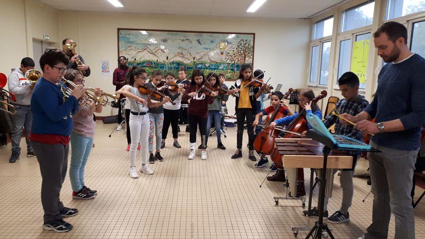 Ces enfants de CM2 ont trois heures de musique par semaine depuis le CE2.