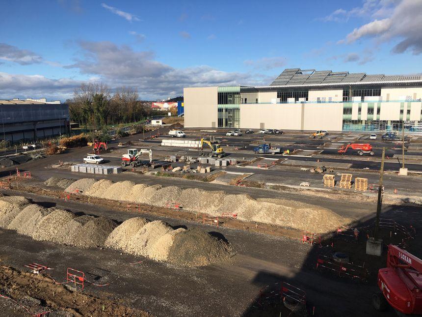 L'un des parking de Steel, en tout 1600 place seront disponibles pour les clients