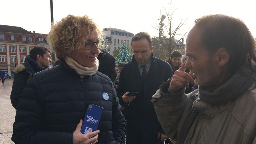 La ministre du travail place de la République à Metz pour présenter son application